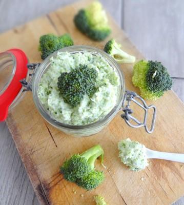 Dip au brocoli et ricotta, parfumé au basilic