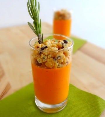 Panna cotta au poivron et crumble d'olives