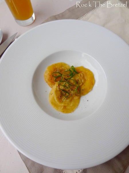 Ravioles de foie gras, consommé de canard
