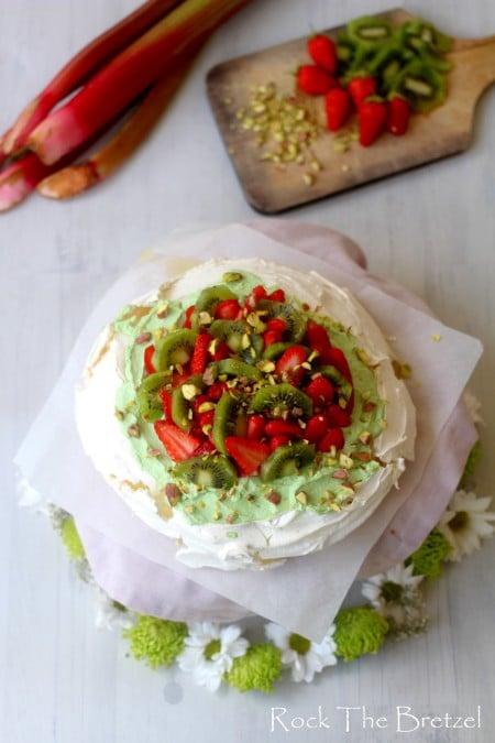 Pavlova fraise rhubarbe