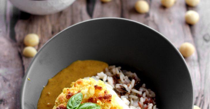 Cabillaud en croute de macadamia, sauce au lait de coco et curry