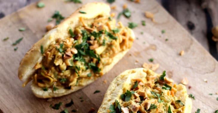 Sandwich au poulet et sauce cacahuète (façon Thaï)