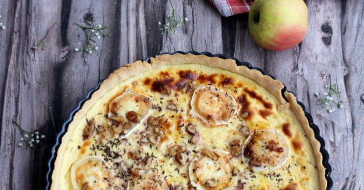 Quiche à la pomme, chèvre, miel et noix